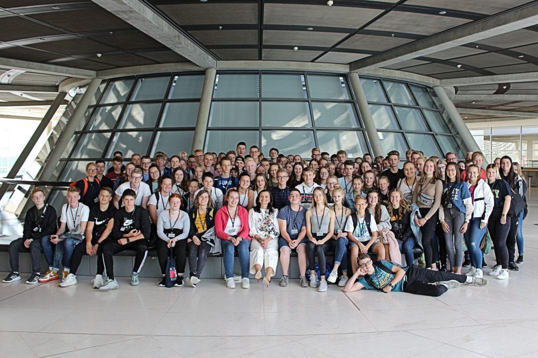 137 junge Ostfriesen besuchen Bundestag